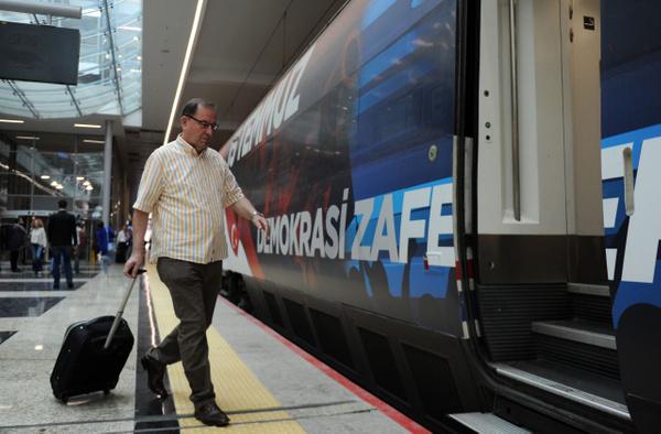 Yüksek Hızlı Tren 15 Temmuz'a özel giydirildi görenler heyecanını gizleyemedi - Sayfa 4