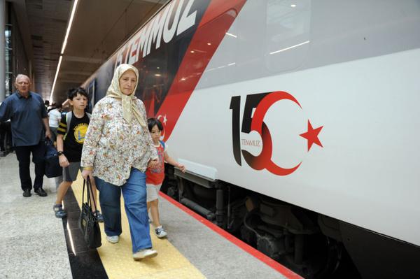 Yüksek Hızlı Tren 15 Temmuz'a özel giydirildi görenler heyecanını gizleyemedi - Sayfa 8