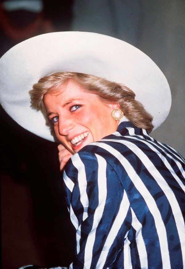 Prenses Diana'nın sweatshirt'ü rekor paraya satıldı - Sayfa 4