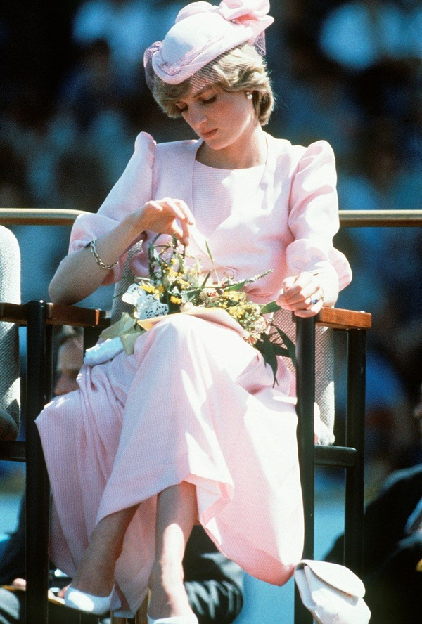 Prenses Diana'nın sweatshirt'ü rekor paraya satıldı - Sayfa 5