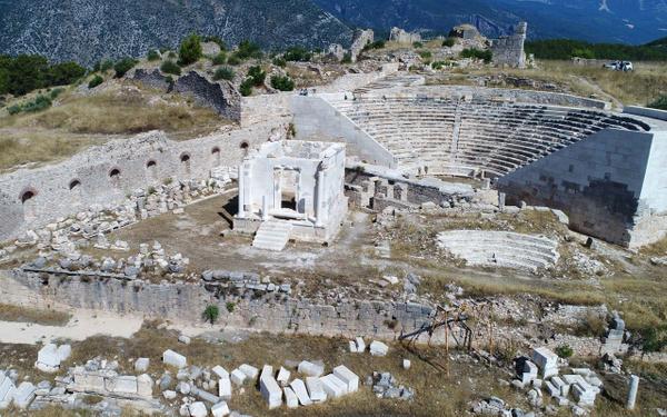 Antalya'da tarihi antik kente fırtına vurdu! Skandal restorasyon hatası ortaya çıktı - Sayfa 1