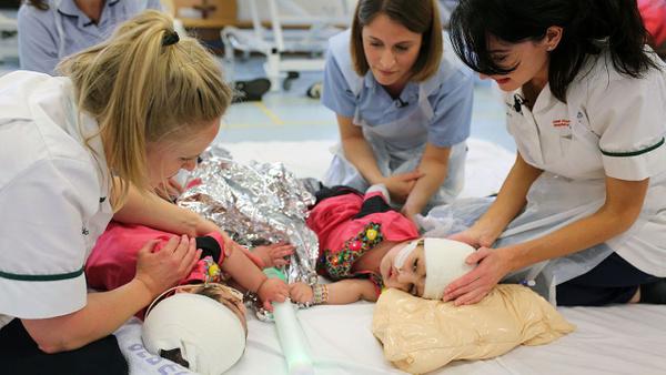 Dünya bu ameliyatı konuşuyor 100 doktor girdi 50 saatte yapışık ikizler birbirinden ayrıldı - Sayfa 8