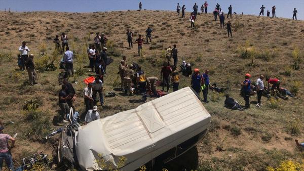 Van'da katliam gibi trafik kazası! 15 kişi hayatını kaybetti 27 yaralı var - Sayfa 4