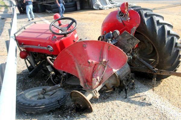 Yem yüklü kamyon traktöre çarptı! Ortalık savaş alanına döndü! 2 ölü var - Sayfa 5