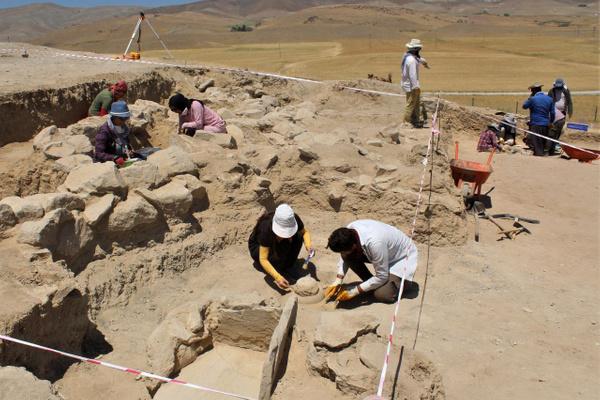 Van'da 2750 yıllık mezarlık keşfedildi! Cesetleri 4 farklı şekilde gömmüşler - Sayfa 1