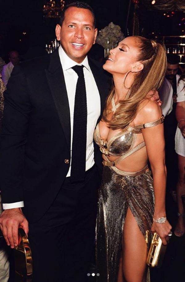 Jennifer Lopez Antalya'ya geldi! İki uçakla beraber gelen Lopez CIP'den çıkış yaptı - Sayfa 6
