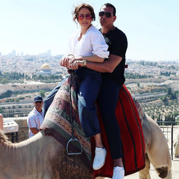 Jennifer Lopez Antalya'ya geldi! İki uçakla beraber gelen Lopez CIP'den çıkış yaptı - Sayfa 1