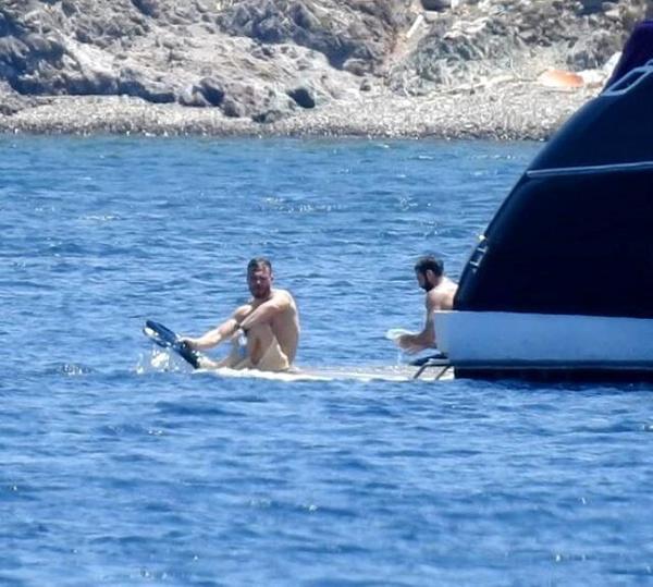 Kerem Bürsin Bodrum'da tekneden düştü facianın eşiğinden döndü! - Sayfa 3