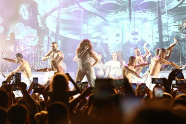 Jennifer Lopez Antalya'da fırtınalar estirdi! Kim Kardashian hayal kırıklığına uğrattı - Sayfa 13