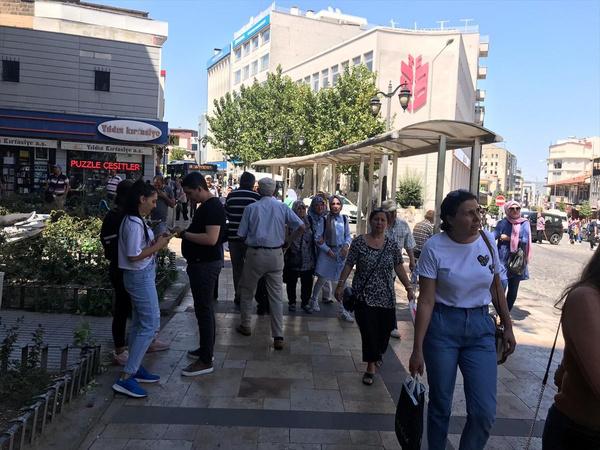 Denizli'de 6.0 büyüklüğünde deprem! Halk sokağa döküldü enkaz altında kalanlar var - Sayfa 11