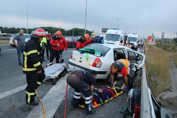 Bolu TEM otoyolunda otomobil minibüsle çarpıştı! Çok sayıda yaralı var - Sayfa 1