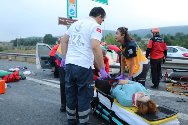 Bolu TEM otoyolunda otomobil minibüsle çarpıştı! Çok sayıda yaralı var - Sayfa 4