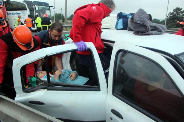 Bolu TEM otoyolunda otomobil minibüsle çarpıştı! Çok sayıda yaralı var - Sayfa 10