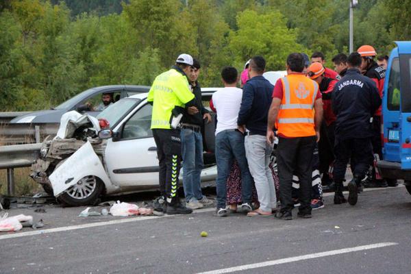 Bolu TEM otoyolunda otomobil minibüsle çarpıştı! Çok sayıda yaralı var - Sayfa 5