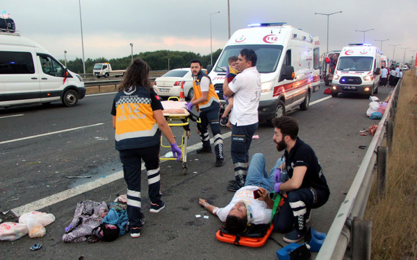 Bolu TEM otoyolunda otomobil minibüsle çarpıştı! Çok sayıda yaralı var - Sayfa 17