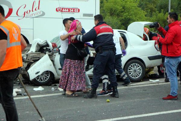 Bolu TEM otoyolunda otomobil minibüsle çarpıştı! Çok sayıda yaralı var - Sayfa 6