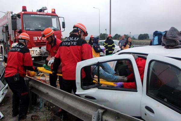 Bolu TEM otoyolunda otomobil minibüsle çarpıştı! Çok sayıda yaralı var - Sayfa 9