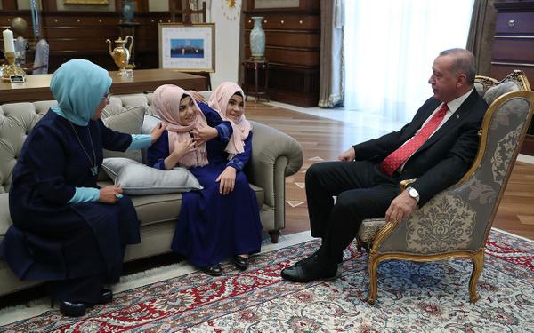 Cumhurbaşkanı Erdoğan siyam ikizlerini kabul etti - Sayfa 5