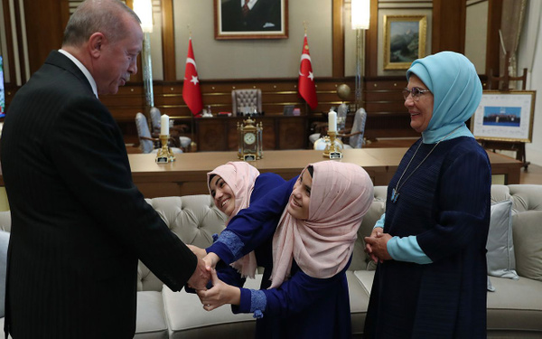 Cumhurbaşkanı Erdoğan siyam ikizlerini kabul etti - Sayfa 4