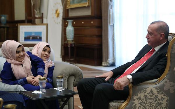 Cumhurbaşkanı Erdoğan siyam ikizlerini kabul etti - Sayfa 7
