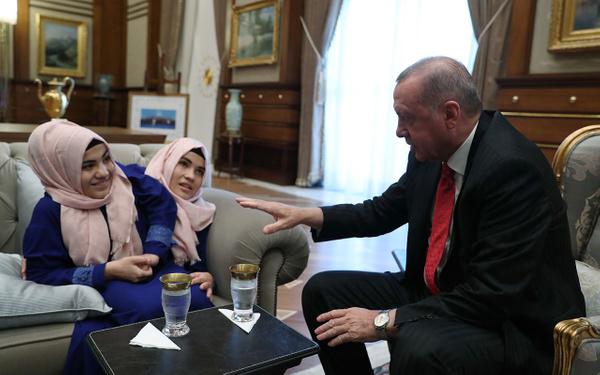 Cumhurbaşkanı Erdoğan siyam ikizlerini kabul etti - Sayfa 8