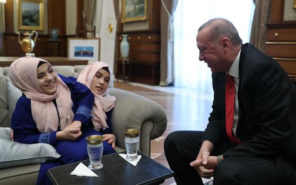 Cumhurbaşkanı Erdoğan siyam ikizlerini kabul etti - Sayfa 9
