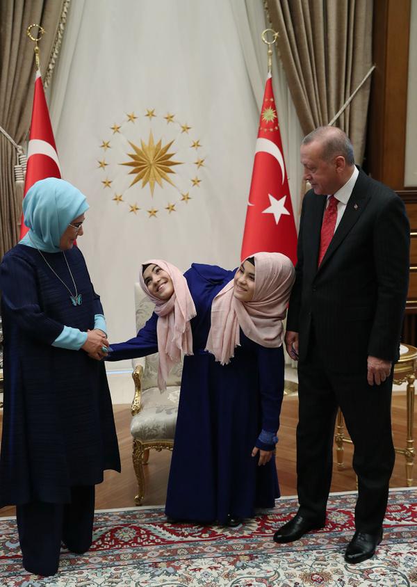 Cumhurbaşkanı Erdoğan siyam ikizlerini kabul etti - Sayfa 10