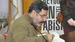 Ahmet Ümit korsan kitabı da imzaladı