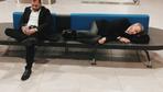 Ahmet Ağaoğlu havaalanında böyle uyudu