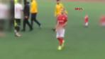 Maçta skandal! Futbolcu taraftara cinsel organını gösterdi!