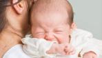 Bebeğinize sakın bunu yapmayın! Kundaklamak ve kucağa almak...