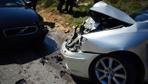 Kartal'da korkutan kaza! İki araç kafa kafaya çarpıştı
