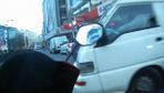 Minibüsün motosikletliye çarpma anı kamerada