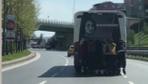 İstanbul'da patenli gençlerin tehlikeli yolculuğu kamerada