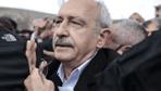 Kemal Kılıçdaroğlu'na saldırı anı arabayı taşlayan kadın kim?