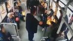 Kendisine yer vermeyen kadının kucağına oturup tokat attı