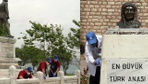 İBB'den 19 Mayıs öncesi Sarayburnu'ndaki Atatürk heykelinde temizlik ve bakım