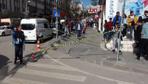 Cadde ortasında kalbinden bıçaklanan genç öldü