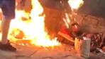 Mültecilerin üzerine benzin döküp yaktılar!