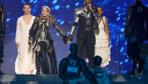 Sunucu Ece Erken ve Bircan Bali'nin efsane olacak Madonna gafı