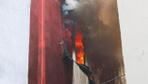 Ataşehir'de yangında can pazarı! Çocukları battaniyeye atıp ikinci kattan atladı