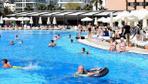 Tatile çıkacak olanlara uzman uyarısı: Havuz suyu göz enfeksiyonu sebebi