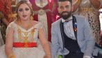 Şırnak'ta aşiret düğününde gelin ve damada takılan takılar dudak uçuklattı