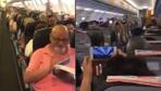 """Pilotun """"Her şey çok güzel olacak"""" anonsuna yolcuların yanıtı çok konuşulur!"""