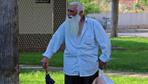 Yaşlı adam camide abdest alırken hırsızın hedefi oldu
