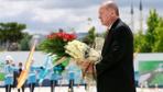 Cumhurbaşkanı Erdoğan Beştepe Külliyesi'nin 15 Temmuz anıta çelenk koydu
