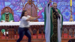 Şişmanlar cennete gidemez diyen rahibi şişman bir kadın rezil etti