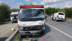 İstanbul'da iki otomobil kafa kafaya çarpıştı! Metrelerce araç kuyruğu oluştu