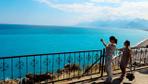 Konyaaltı'nda denizin rengi turkuaza döndü! Turistler fotoğraf için yarıştı