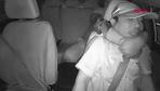 Çin'de yolcu taksi sürücüsünü boğmaya çalıştı